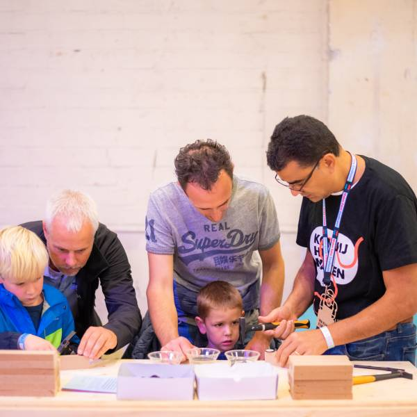 Eindhoven Maker Faire is investigating the possibilities of online ánd live programs